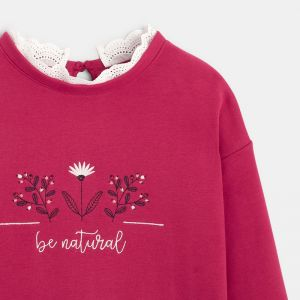 Sweatshirt with a collaret and embroidered heart