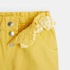 Shorts with an elastic waistband and buttons